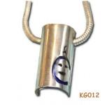 Zilveren hanger met gekleurd titanium.