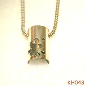 """Zilveren hanger """"Een vlekje wat niet weg te poetsen is"""" KH043"""