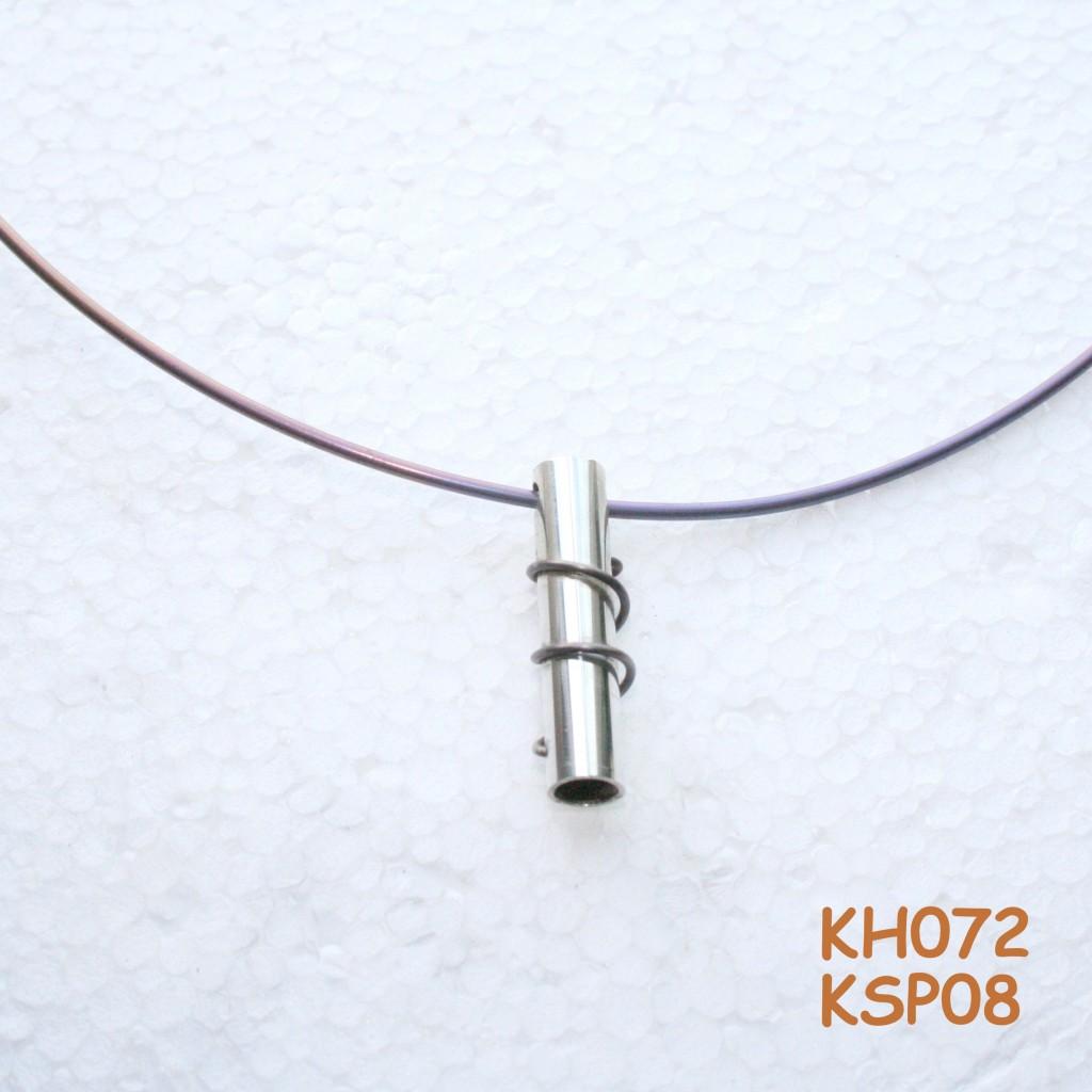 Spang van titanium met zilveren hanger. KSP08