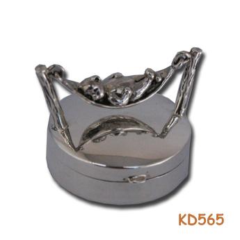 """Zilveren doosje """"Beer in hangmat"""" KD565"""
