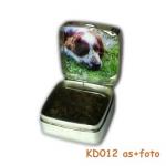 zilveren doosje met as en een foto