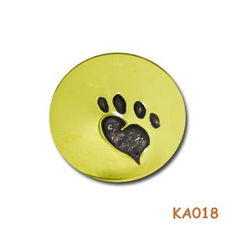 Hanger met een kattenpootje gevuld met as. KA018